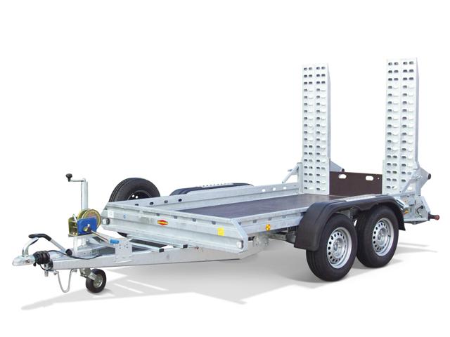 Baumaschinen- und Kommunaltransporter